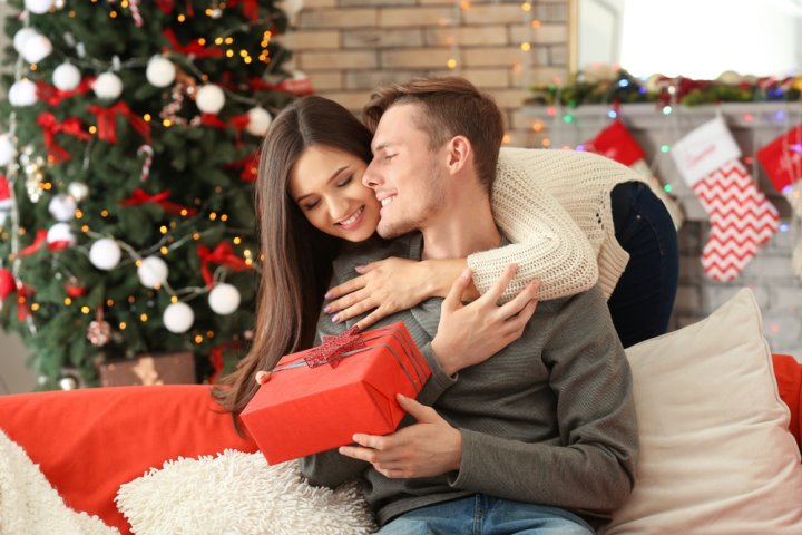 0a8c133cee1c2 30代の彼氏に人気のクリスマスプレゼントガイド!予算相場やおすすめの ...