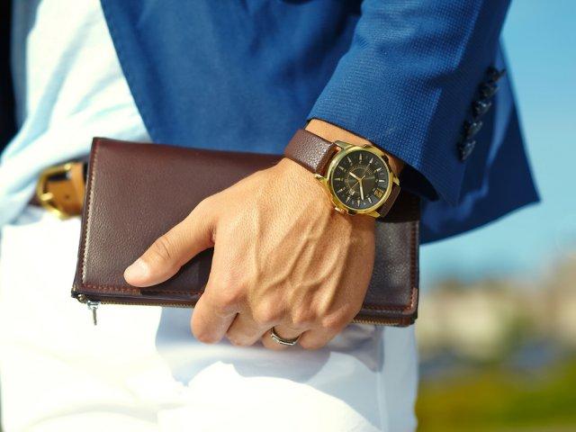22f1a60cf2 腕時計は、男性らしいたくましさ、洗練された上品さ、落ち着いた重厚感など、腕時計から漂う雰囲気は男性の第一印象を左右します。  なりたい自分に近いテイストの ...