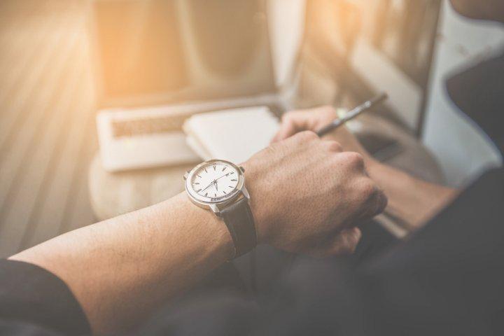 5c755b93ab 【ベストプレゼント編集部が厳選】男子大学生におすすめのメンズ腕時計ブランドランキングTOP5