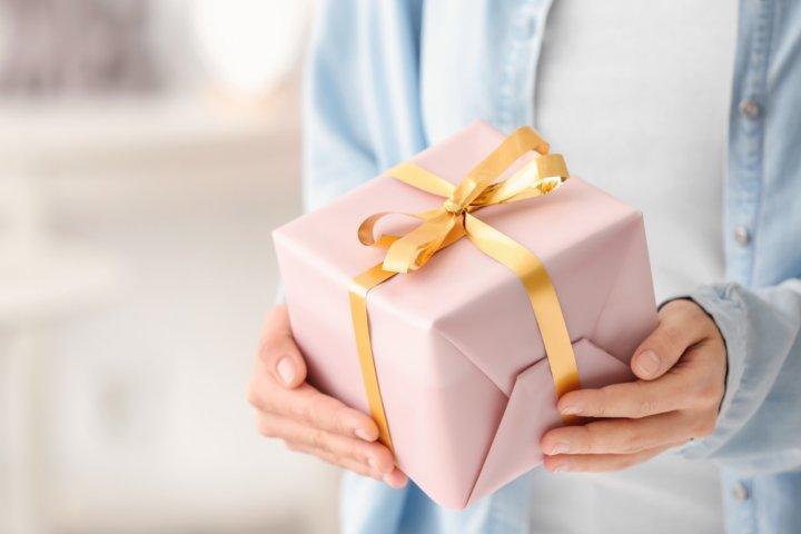 【相手別】おすすめの誕生日プレゼント 人気ランキング48選!友達や彼氏・彼女、子供に喜ばれるギフトを大特集!