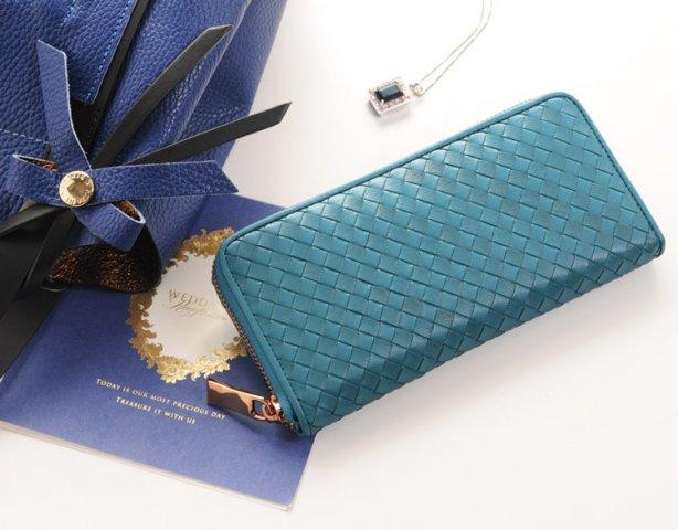 f007fc053997 おしゃれな女子大学生には、10,000円~40,000円ほどのレディース長財布が注目されています。 ブランドや素材などにこだわる人が増える年代なので、今使っているもの  ...