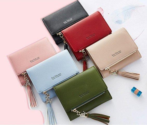 d78ee141e3b2 女子大学生にとって必須アイテムである財布。 日常生活で自分以外の人に見られることも多いため、使いやすさだけでなく、おしゃれさも兼ね備えたものが人気です。