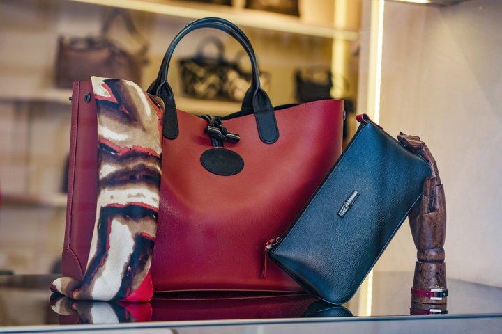 e66df48c4e 良いものを見分ける目を持つ60代の女性には、上質なレディースバッグが好まれています。 本革やナイロンなど素材の品質はもちろん、設計や縫製にも定評がある老舗  ...