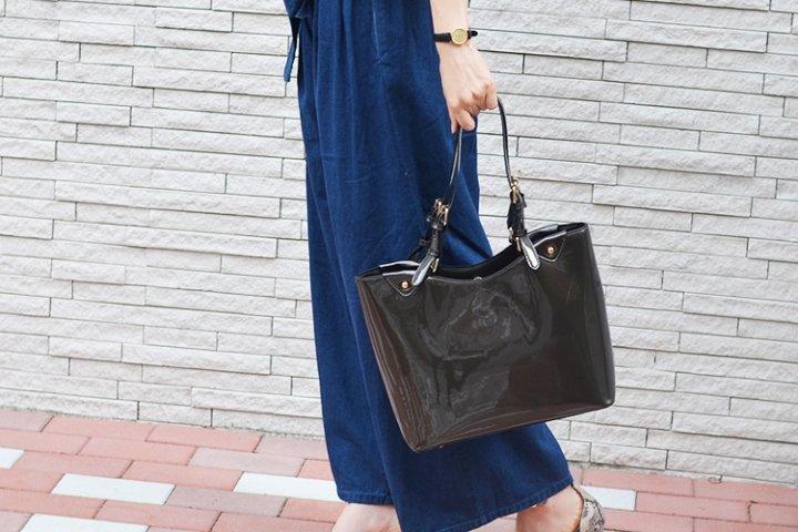 602b1d1402d1 華やかで存在感のあるエナメルトートバッグは、女性へのプレゼントに人気です。イギリスの老舗ブランド「ハロッズ」のバッグや、知的な美しさが魅力の「アニエスベー」  ...