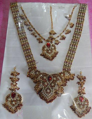 10 Perhiasan India buat Kamu yang Ingin Tampil Ala Bintang ...