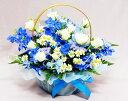 バスケット(フラワーアレンジメント) 【あす楽16時まで受付】ホワイトブルーのアレンジ白バラとデルフィ【あす楽対応】【バスケットアレンジ】