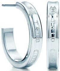 ティファニー ピアス(レディース) Tiffany&Co. ティファニーナローフープピアス スモールスターリング シルバー9251837 T&COティファニーの創業年を刻印enchant heart pierced earring