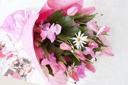 チューリップ 送別会 歓迎会 退職祝い 歓送迎会 送別 卒業 誕生日 記念日 祝い 選べる3色 季節限定 チューリップ の 花束 ラッピング付き 送料無料 母 誕生日プレゼント 春のお花 バレンタイン ホワイトデー