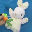 ぬいぐるみオルゴール 指人形(うさぎ)動物ヌイグルミオルゴール(プーリー式 紐 人参 ハンドパペット ♪お子様曲) プレゼント