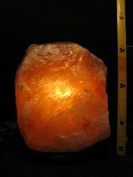 天然岩塩ランプ 岩塩ランプ【ソルトランプ】無差別級 5007 (ヒマラヤ岩塩ランプ 台座:天然木)