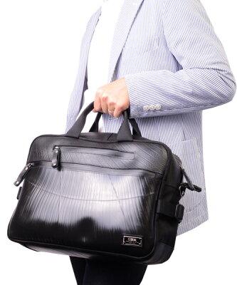 【先着イベント開催中!】 スリング ビジネスバッグ メンズ SEAL シール バッグ ブリーフケース ビジネスバッグ 防水・耐水 廃タイヤ タイヤチューブ 人気 日本製 黒 プレゼント 父の日