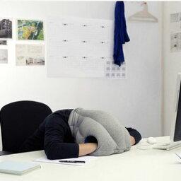 OSTRICH PILLOW メルクロス オーストリッチ・ピロー(お昼寝用携帯枕) イエロー W28×D15×H45cm(頭周り70cm) 001091
