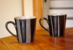 益子焼き 益子焼【名入れ】ブラックストライプマグカップ スカッとしたデザインは男性好みです。き窯元直送和 食器ならでは温もり溢れる和風の器です。おしゃれでかわいい陶器のマグカップ(マグ)は名入れ可能です(名入り・名入)(別料金名入れペアで+600円)(ss)